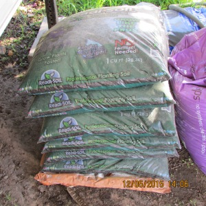 Six bags of high-quality plantersoil